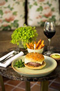 Restaurant Petit Jardin Bayeux Burger
